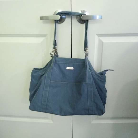 Baggallini blue duffle bag with three compartments